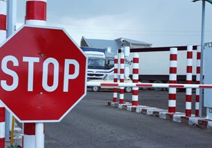 Запрет на выезд из России с должников будут снимать за 18 минут