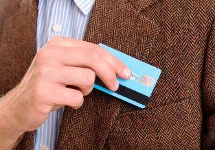 Можно ли закрыть банковский счет, если на карте числится долг?