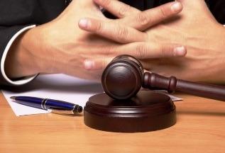 Суд: расходы на проезд и проживание представителя, не отмеченные в договоре, разрешено возместить