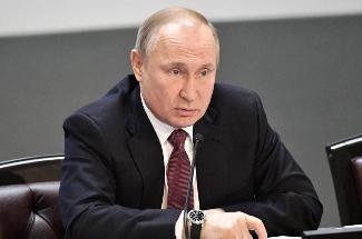 Путин призвал более жестко наказывать нелегальных кредиторов