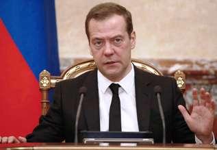 Медведев рассказал о преимуществах электронных трудовых книжек