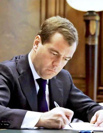 Медведев подписал постановление о получении водительских прав по новым правилам с 2020 года