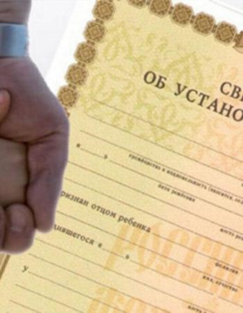 КС РФ объяснил, кто может оспаривать отцовство