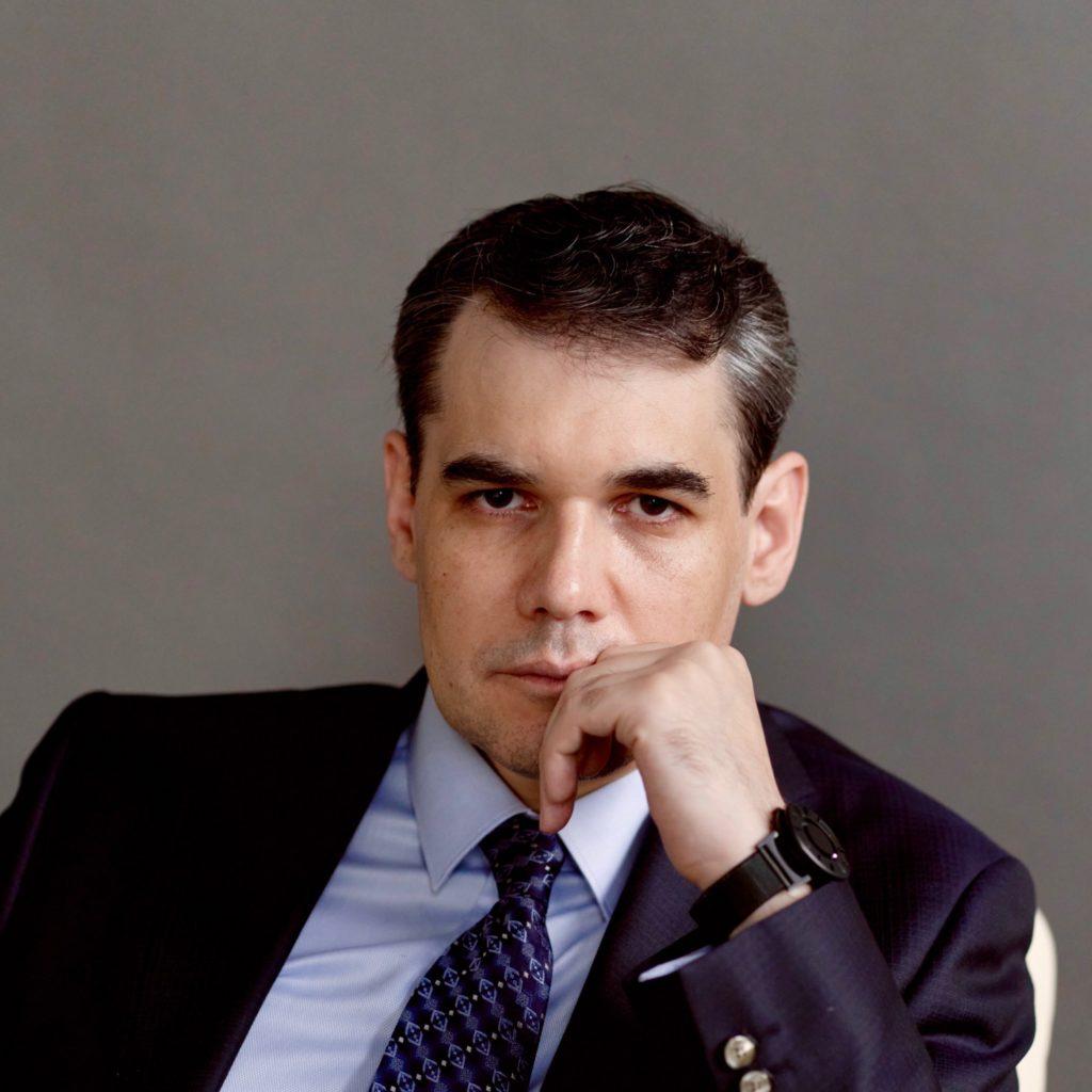 Шаров Денис Васильевич адвокат по уголовным делам Москва