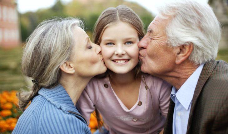 В ГД хотят закрепить право бабушек на воспитание внуков