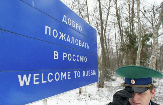 КС РФ напомнил иностранцам порядок пребывания в России