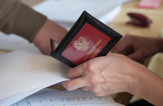 КС РФ: Адвокат может потребовать протокол его досмотра в СИЗО
