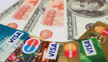 КС защитил граждан, вынужденных возвращать деньги через иностранные банки