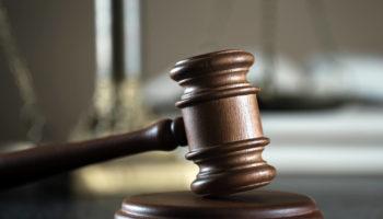 Адвокату, осуждённому за клевету на судью, не удалось доказать свою невиновность